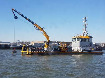 Koninklijke Roeiers Vereniging Eendracht salvages a ship's anchor in the Port of Rotterdam with KW Supply magnet system