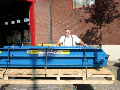 Strong large permanent overband magnet for installation on a mobile shredder at Boscche ijzer- en metaalhandel Van Erp bv